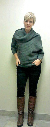 grey sweater, black skinny jeans